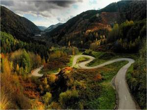 Picture of winding road